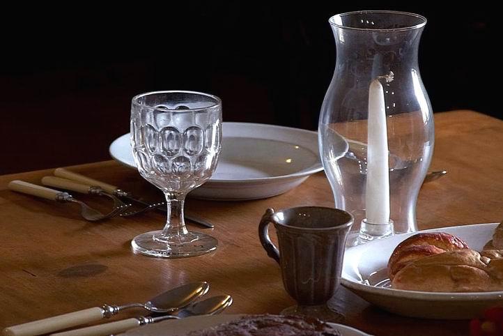 TABLE SETTING - PUB DOM - MUSEUM - LIGHTENED
