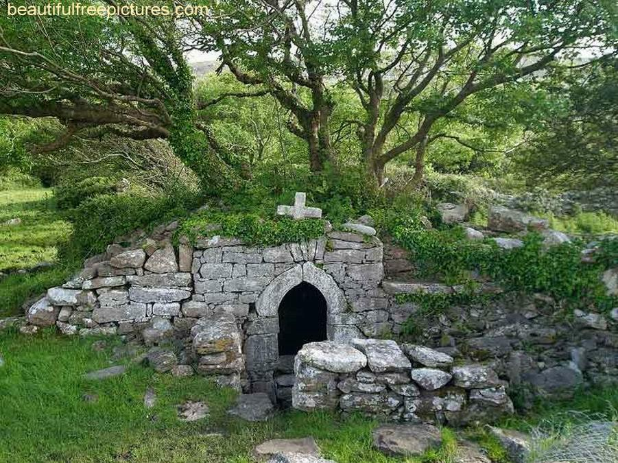 EMPTY TOMB - BEAUTIFULFREEPICTURES - credits