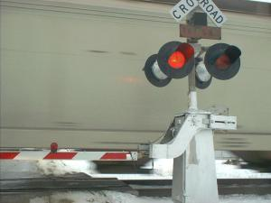 RAILROAD CROSSING, BYRON, IL. PUB DOMAIN (STEVE KARG0