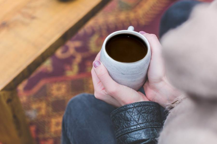 COFFEE CUP & GIRL'S HANDS Stocksnap