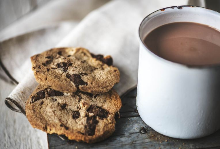 HOT COCOA - TIN CUP -- Rawpixel - PX