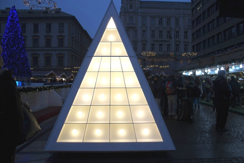 WHITE CHRISTMAS TREE MODERN LIGHTS 2 - Ana_J - PX