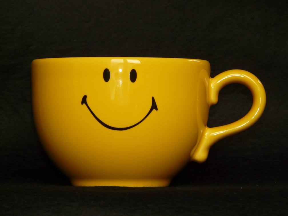 COFFEE - YELLOW SMILEY -- Hans PX
