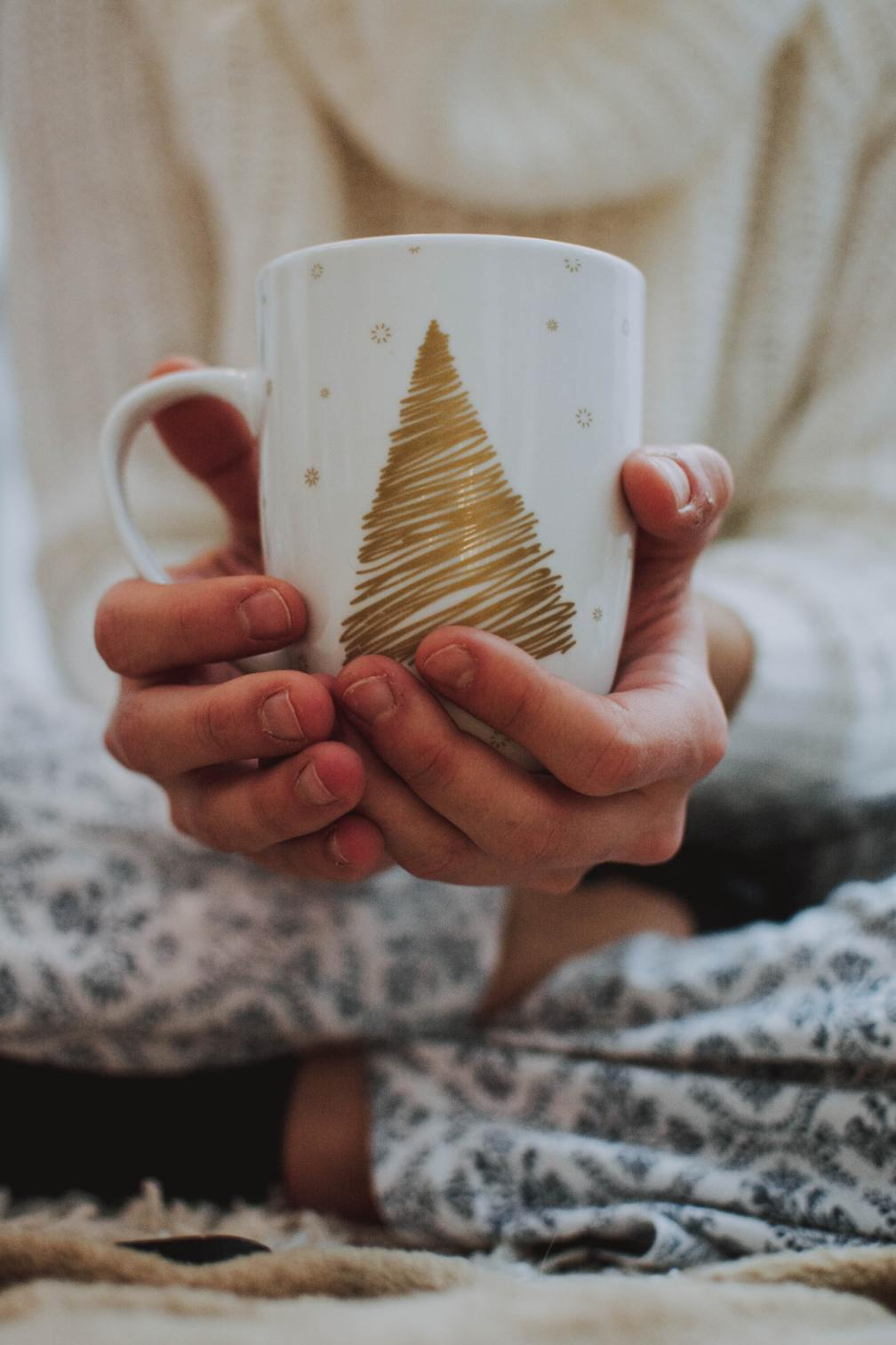 MUG WITH GOLD TREE - Photo by fotografierende on Unsplash
