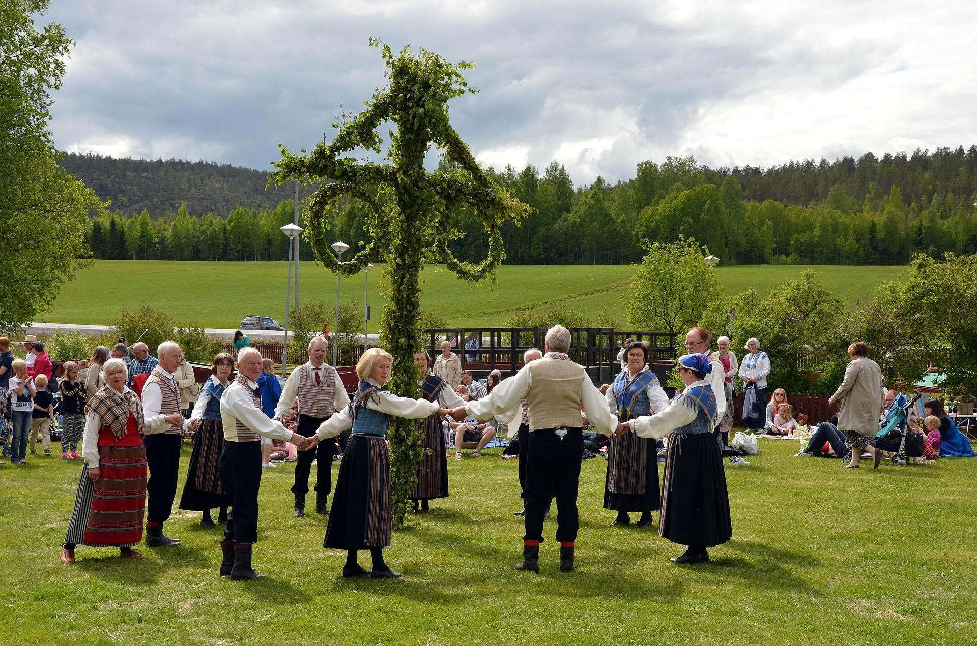 MAYPOLE DANCE -- Corina Selberg - PX