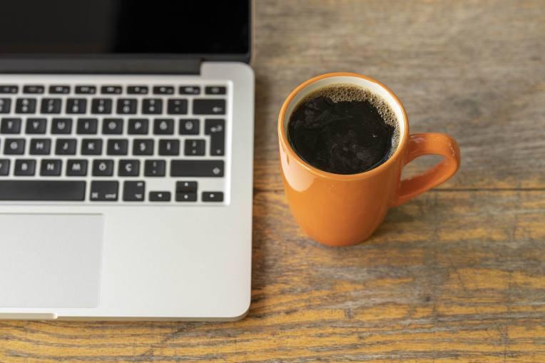 COFFEE & COMPUTER -- Engin Akyurt -- PX